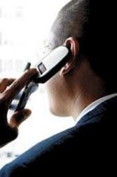 Homem_falando_no_telefone_celular_-_19-07-07[1]