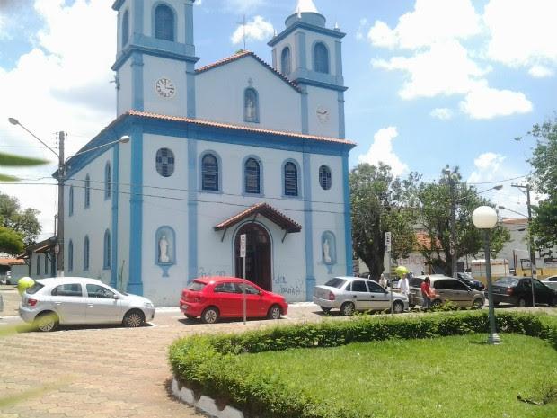 Igreja inaugurada em 1840 é uma das mais antigas da cidade (Foto: Fábio Campos / TV TEM)