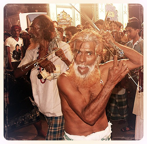 Shahenshah Bawa Pierces His Head- Chancawalli Rafaees by firoze shakir photographerno1