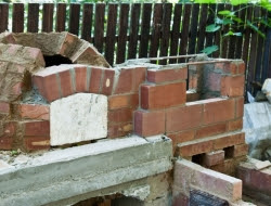 DIY Outdoor Kitchen and Pizza Oven - Base of the chimney