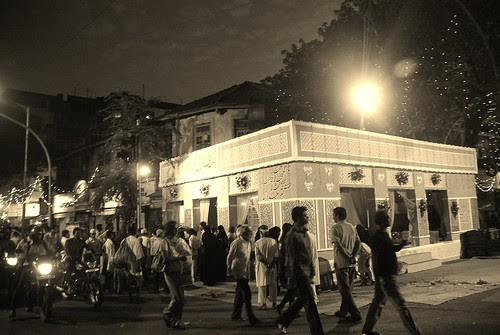 Dargah Fakhruddin Shah Baba Mahim.....Once Upon A Time by firoze shakir photographerno1