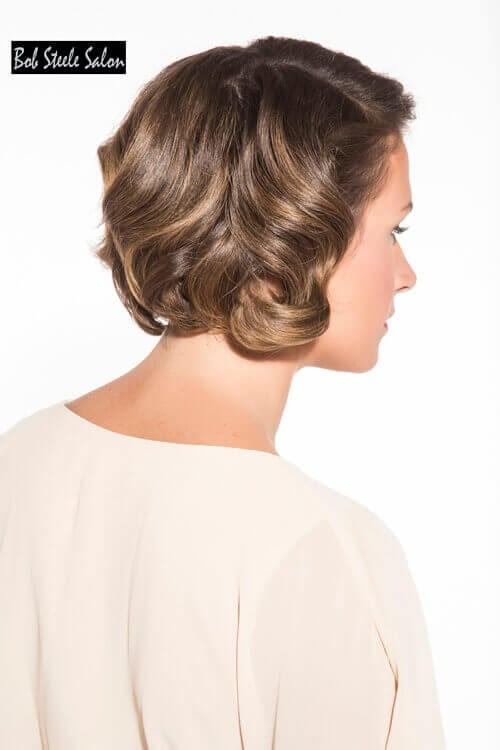 Elegante kurze Frisur für ältere Frauen mit Curls Side