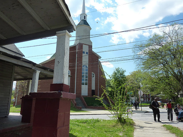 P1060118-2012-03-25-English-Avenue-Historic-Westside-Phoenix-Flies-APC-new-Lindsay-Street-Baptist-Church-full