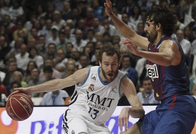 Sergio Rodríguez victor sada real madrid x barcelona (Foto: EFE)