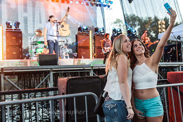 Selfie time: fans enjoing the Chase Rice show