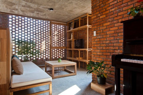 Creative Brick House Controls the Interior Climate and Looks Amazing