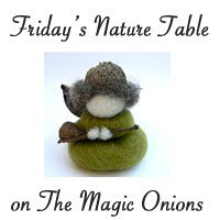 friday nature table Button_FNT