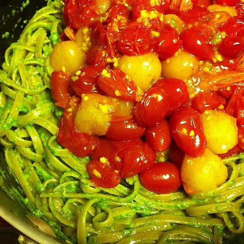 Linguine with Arugula Pesto & Tomato Sauce #wfd #meatlessmondays