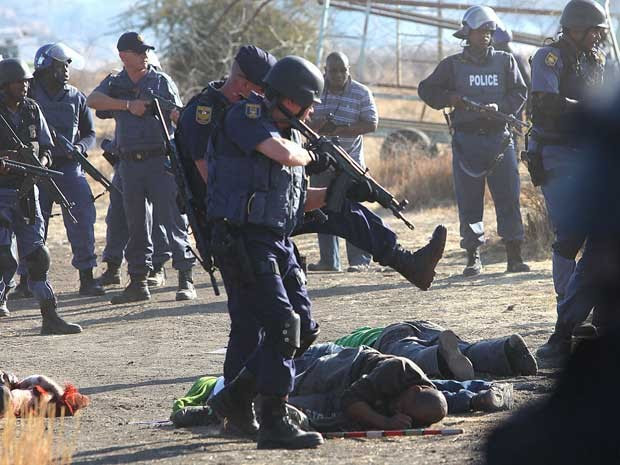 Policias abriram fogo contra mineiros na África do Sul. (Foto: AP Photo)
