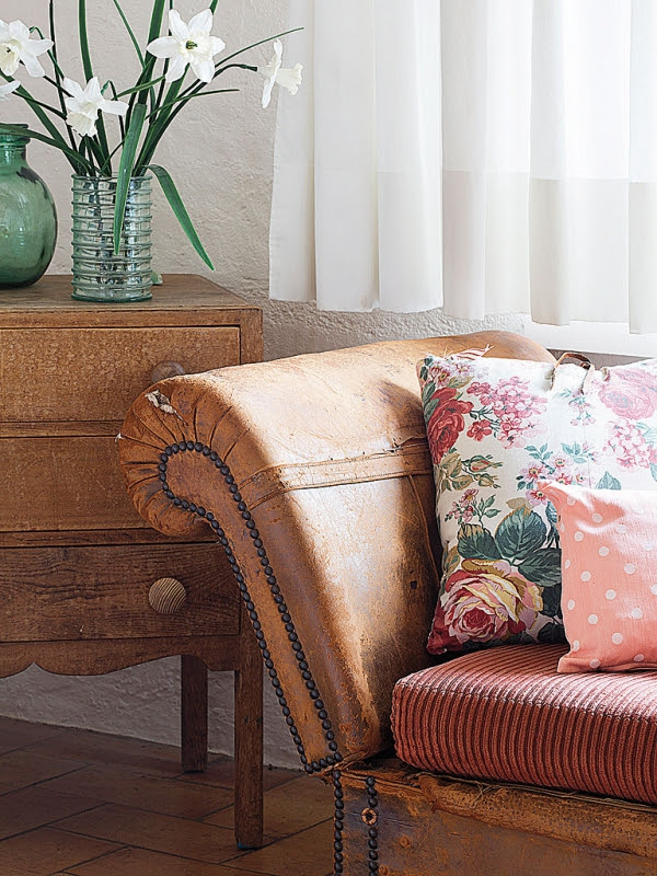 romantic-dwellings-rustic-charm-with-a-feminine-touch-3