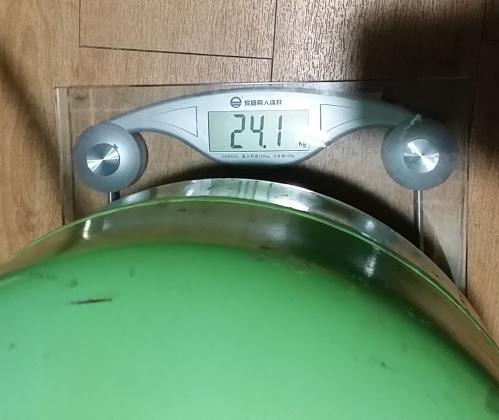 ガスタンクの満タン重量は24kgほど