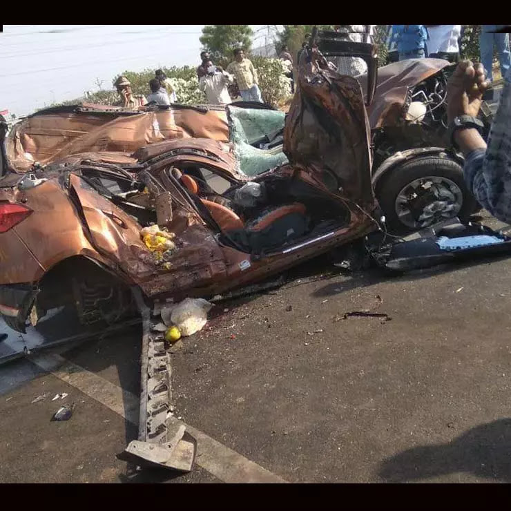 New Ford Ecosport Hits Truck Head On After Tyre Burst 4 Dead