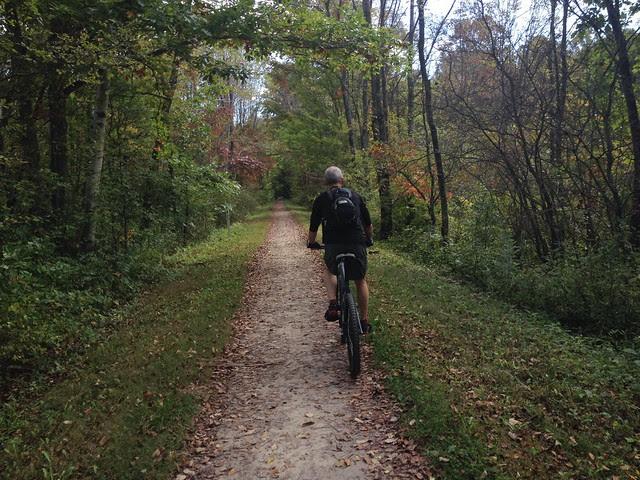 The trail narrows near Confluence.