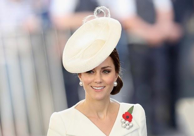 A Duquesa com um de seus fascinators, um dos seus acessórios preferidos (Foto: Getty Images )