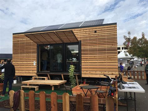 college teams  big  build tiny  house