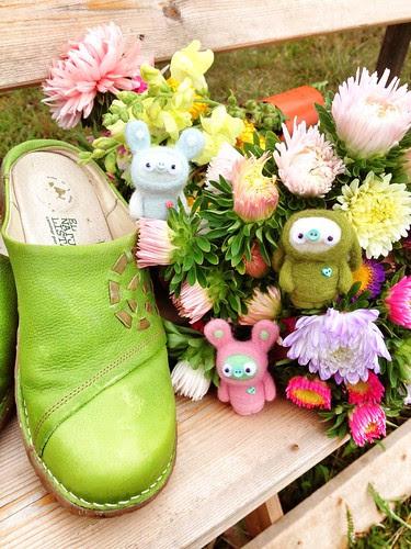 shoe per diem, sept 1, 2013 - växplats nybyn flower picking