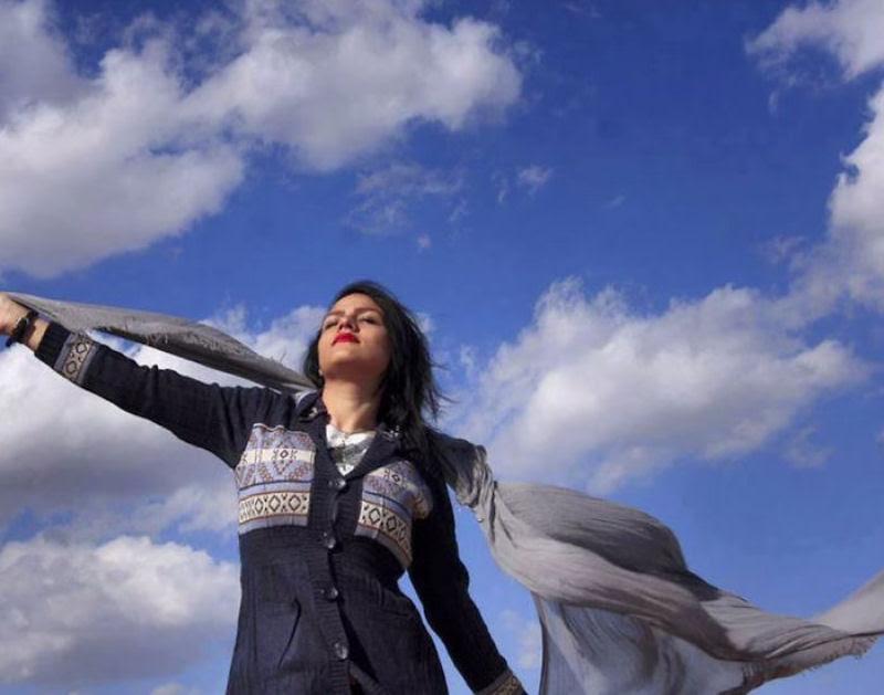 Iranianas protestam contra a estrita lei do hijab publicando fotos com a melena ao vento 12