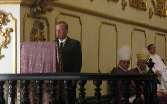 Dom Antonio de Orleans e Bragança, pai do príncipe Pedro Luis de Orleans e Bragança, de 26 anos, que estava no voo 447, da Air France, discursou durante a missa