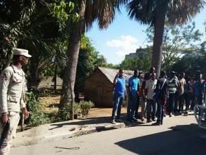 Haitianos detenidos en la frontera por las autoridades dominicanas.