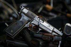 'El País': 'Bancada da bala' desafia consenso sobre risco de liberar porte de arma
