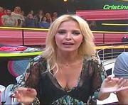Cristina Ferreira sensual em vários momentos no concuros Apanha se puderes
