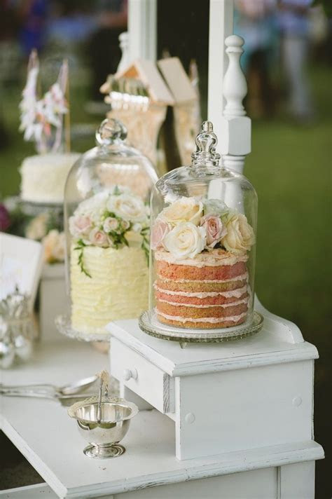 Stunning Stands and Presentations For Your Wedding Cake