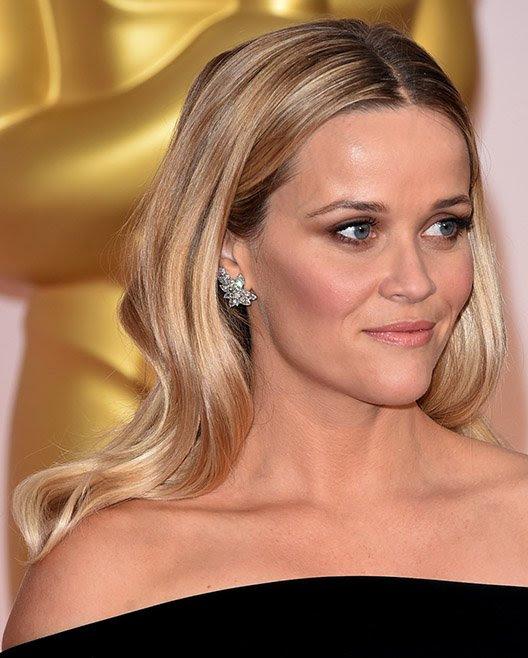 ReeseWitherspoonsorprendió con unos hermososaretes de diamantes, pulseray anillosde Tiffany& Co