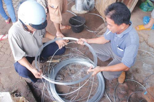 Bão số 14: Người dân Quảng Nam đổ xô mua vật liệu gia cố nhà 4
