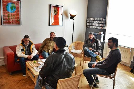 Dans la salle d'attente du Centre de Soins, d'Accompagnement et de prévention en Addictologie de l'association Ithaque, les éducateurs écoutent et discutent avec les usagers. (Photo ASO / Rue89 Strasbourg / cc)