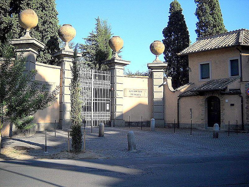 Fil: Roma Villa Massimo Accademia tedesca due.jpg