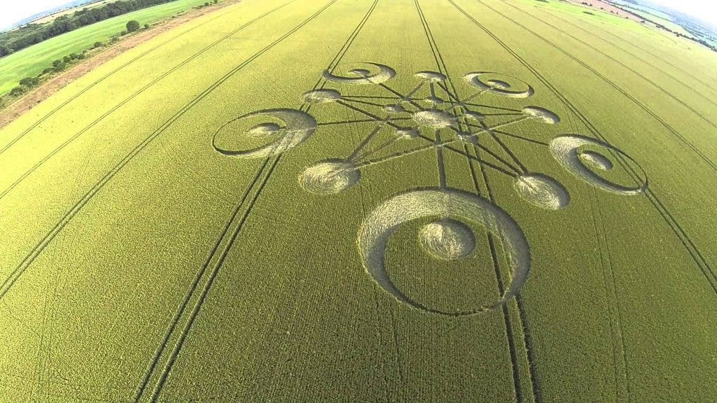 25 Amazingly awesome images of crop circles