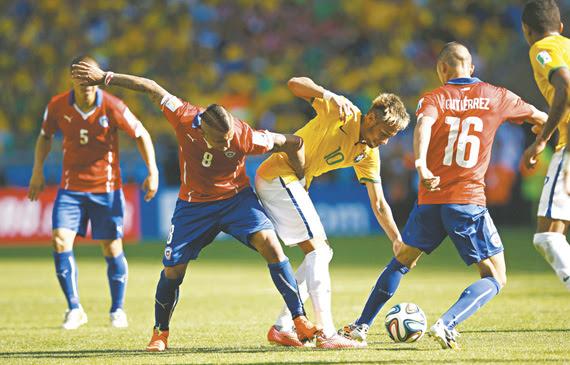 Quando se encontraram na Copa do Mundo de 2014, Brasil e Chile fizeram uma partida emocionante no Mineirão pelas quartas de finais, decidida nos pênaltis a favor do time de Neymar, após empate por 1 a 1