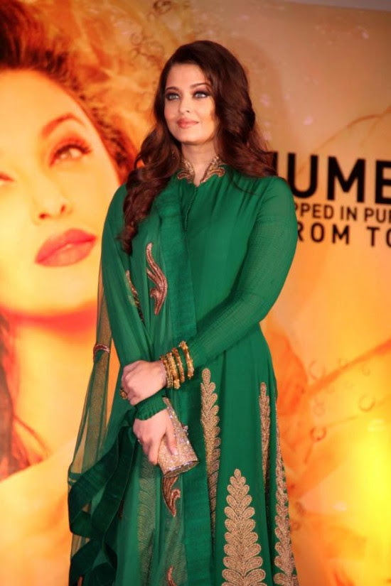 Aishwarya-Rai-At-Bachchan-Launch-Kalyan-Jewellers-Store-Opening-Pictures-Photos-2