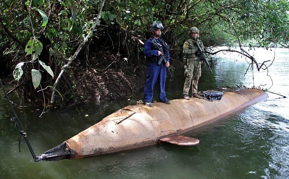 Militares colombianos apreendem submergível com capacidade para transportar 5 toneladas de drogas no rio Cajambre, em Buenaventura