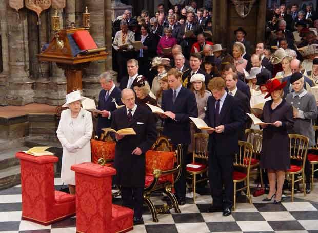 Isabel II en un acto religioso en la abadía de Westminster
