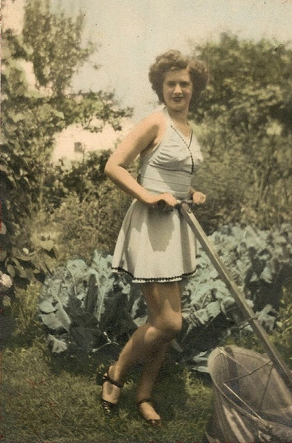 moving the lawn in style | 1940s