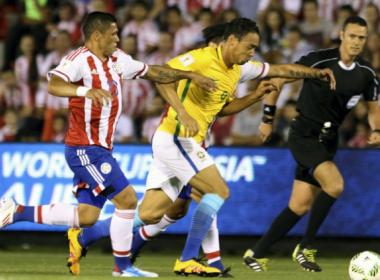 No sofrimento, Brasil joga mal mas busca empate com o Paraguai no final do jogo