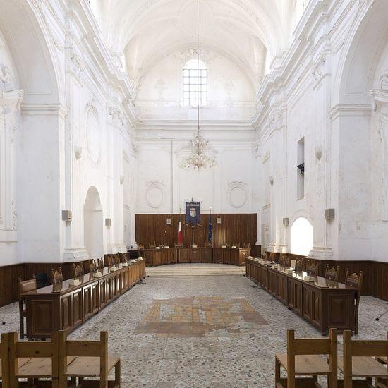 Υπάρχουν βεβαίως λάβει άψογη λύσεις ηθικά: Αίθουσα συνεδριάσεων στην Εκκλησία του Αγίου .. Philomena σε Ugento