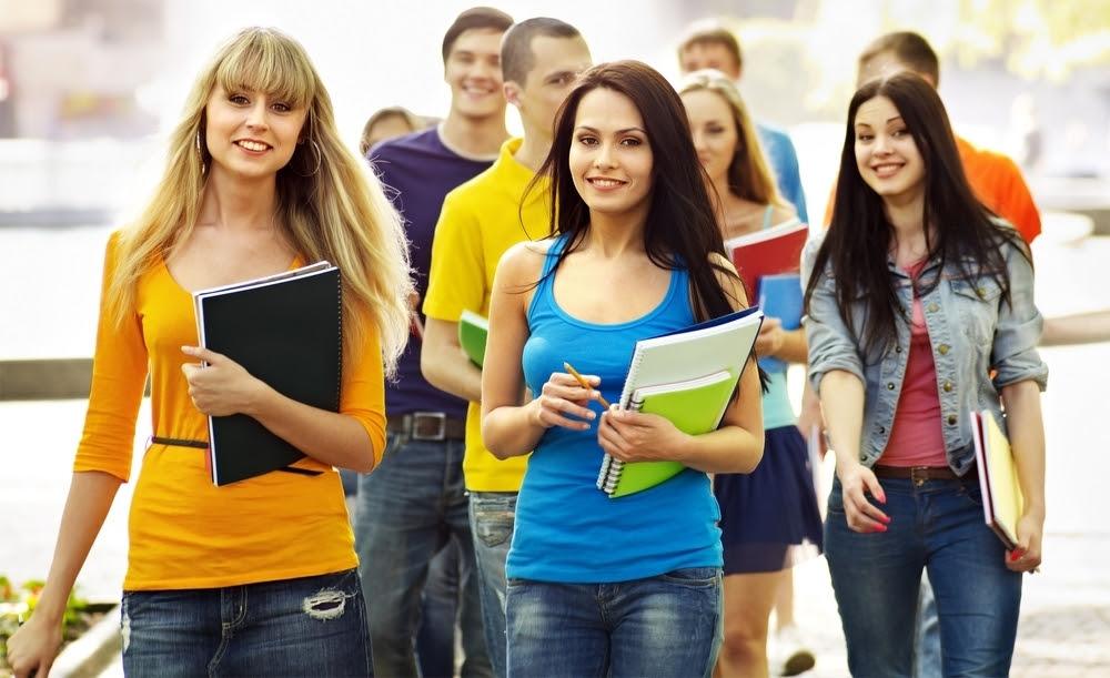 Resultado de imagem para estudantes