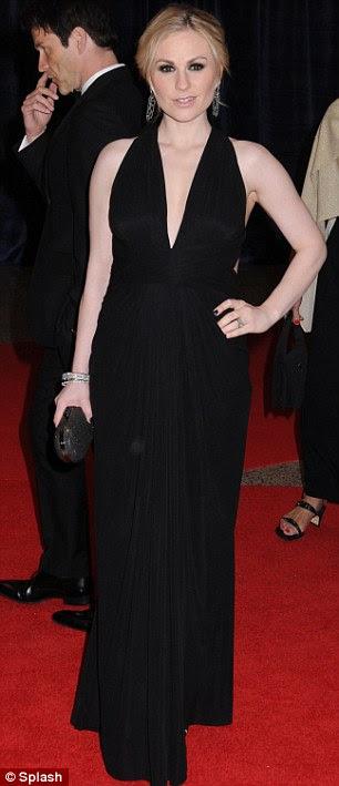 Blonde on Blonde: True Blood estrela Anna Paquin levou a mergulhar em um vestido preto halterneck, enquanto o estilo guru Rachel Zoe preso para tons mais neutros