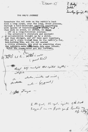 Anotações que mostram o rigor com que Bishop tratava seus poemas.