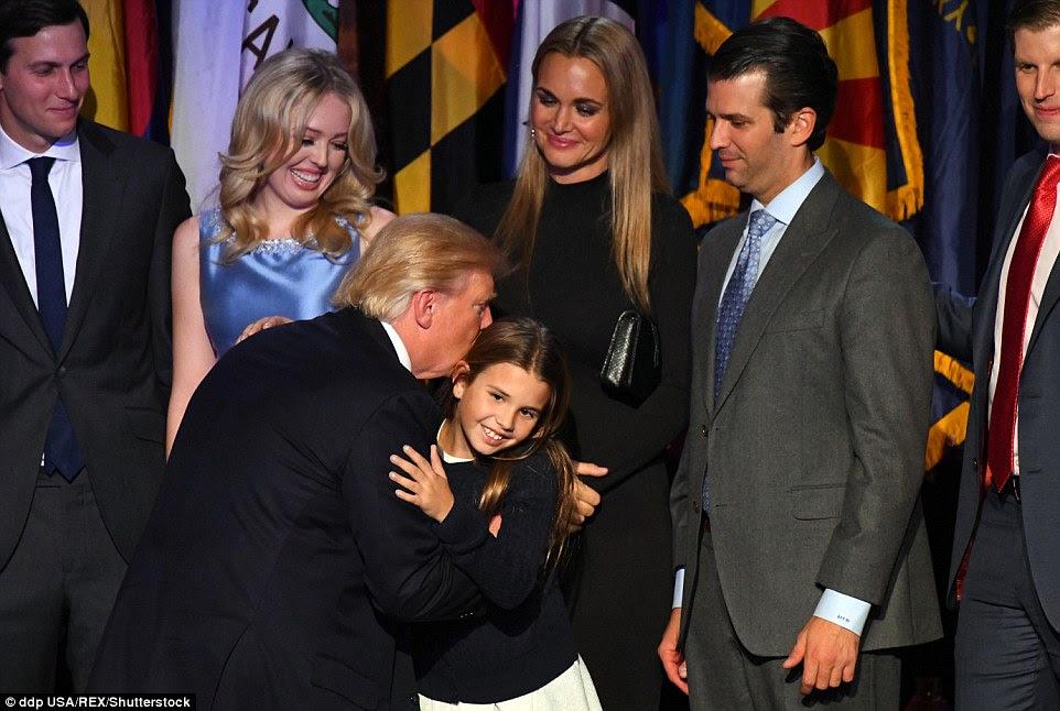 Novo Primeiro Família: Donald comemorado com seus filhos e neta Arabella, que era o prazer de se juntar a seu avô no palco