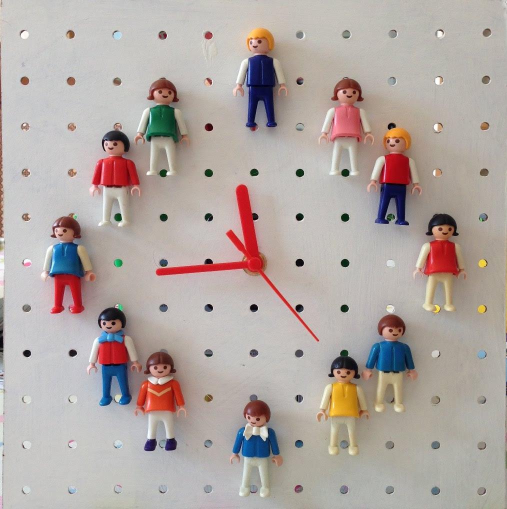 oyuncak-bebek-plastik-saat-pano