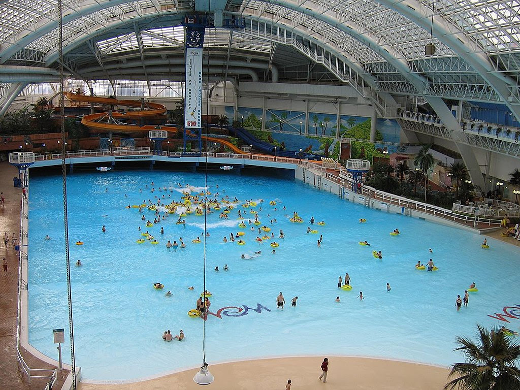 http://upload.wikimedia.org/wikipedia/commons/thumb/6/6c/The_World_Waterpark_-_Edmonton.jpg/1024px-The_World_Waterpark_-_Edmonton.jpg