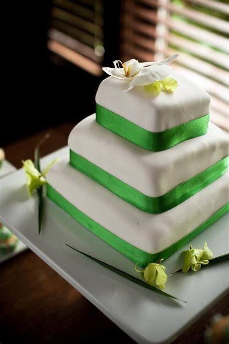 Pictures of Square Wedding Cakes [Slideshow]