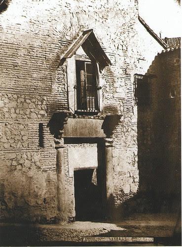 Portada del Pasadizo de Balaguer (Antiguo Palacio de Caracena) en el siglo XIX. Fotografía de Casiano Alguacil