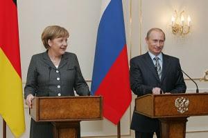 Angela Merkel e Vladimir Putin: per gli analisti americani il rapporto russo tedesco è la maggiore minaccia all'egemonia USA