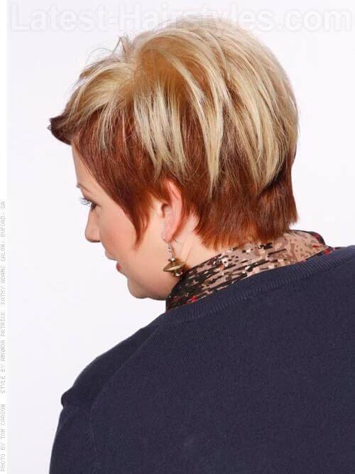 Short Cut mit blonde Farbe Rückansicht