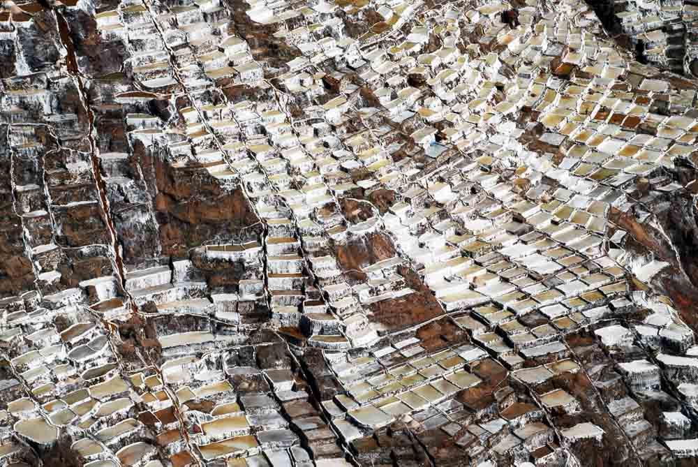 As belas Salinas de Maras encravadas nos penhascos peruanos 21