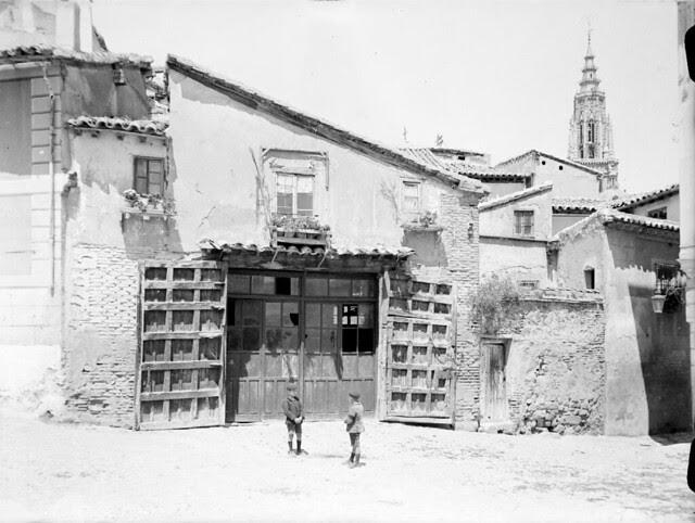 Plaza de Santa Isabel en los años 20. Detalle de una Fotografía de Otto Wünderlich. © Fototeca del Patrimonio Histórico